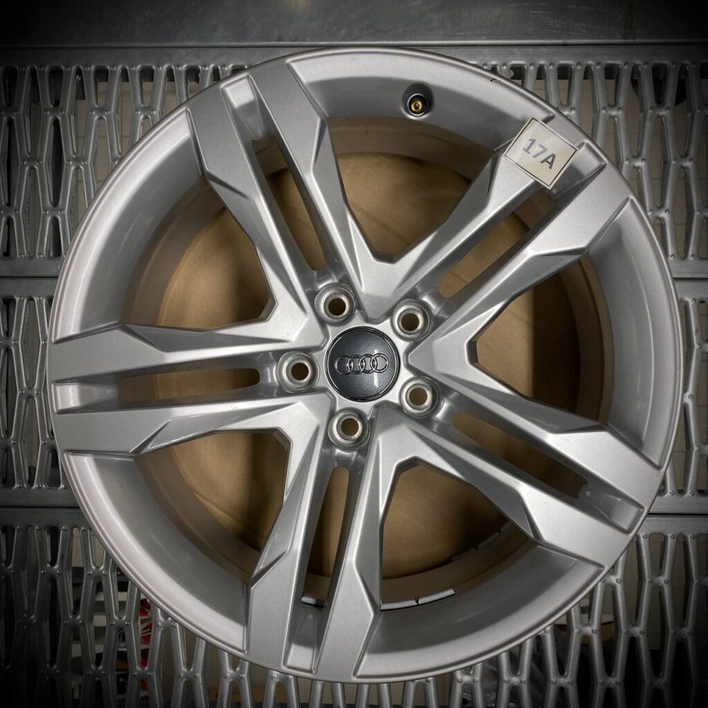 8W9601025B Serie 4 cerchi in lega Originali Audi A4 modello da 2016, 18 pollici, seminuovi